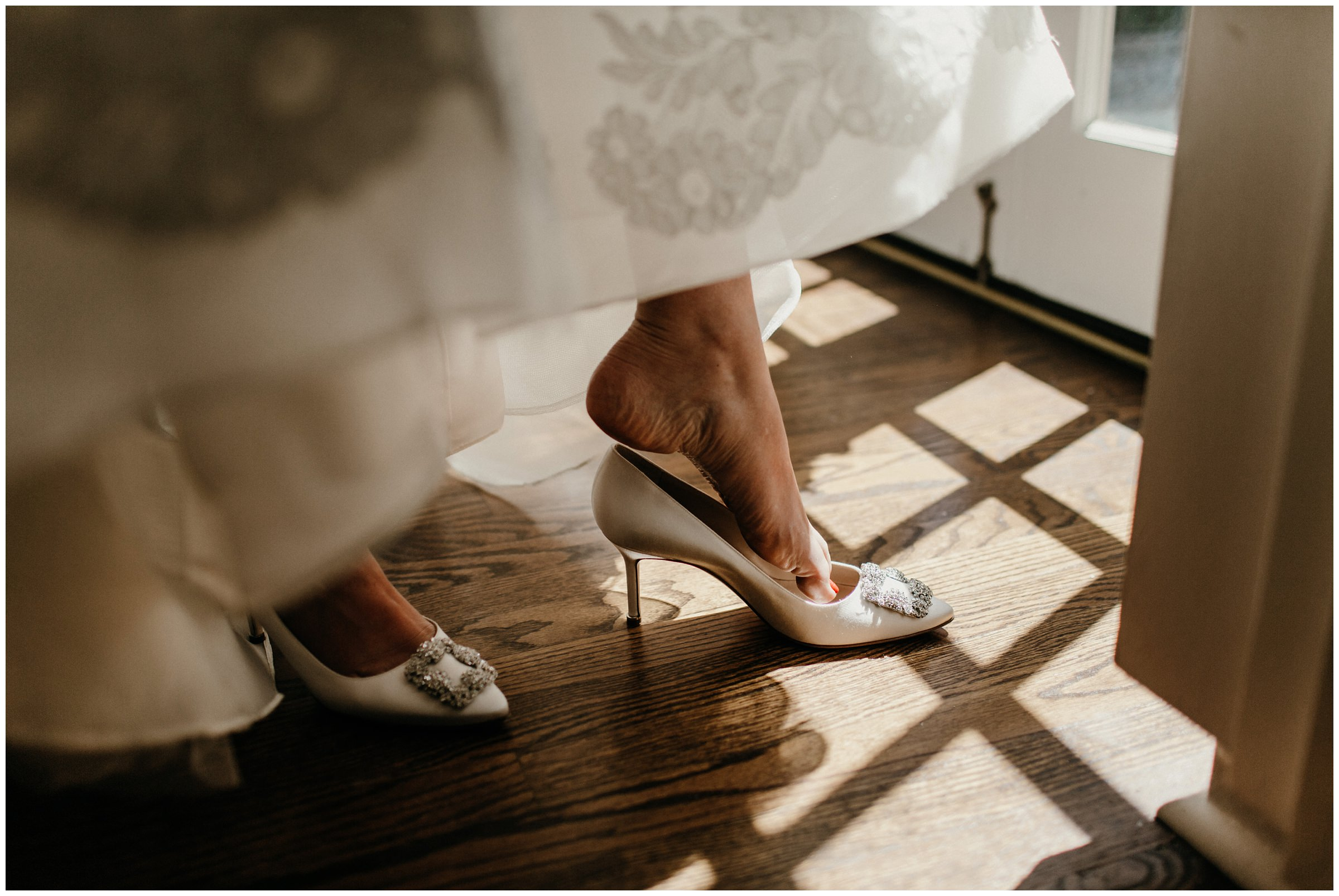 bride putting on shoe for tulsa oklahoma wedding